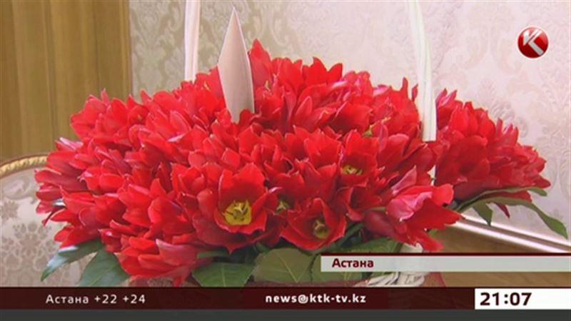 В кабинет Президента из Голландии доставили цветы, названные в его честь