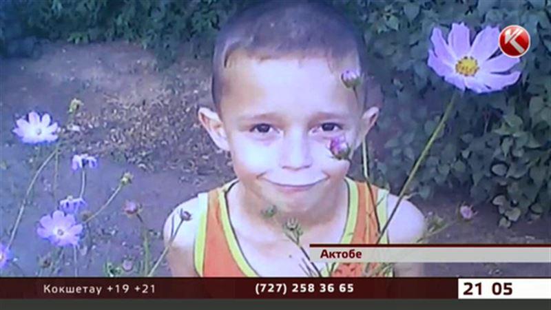 В Актобе железобетонная плита упала на 8-летнего мальчика