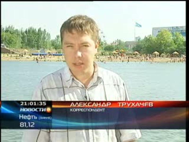 На столичном пляже в одном из городских парков молнией убило беременную женщину, еще 10 человек ранено