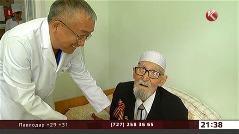 Алматинские врачи провели сложнейшую операцию 91-летнему фронтовику