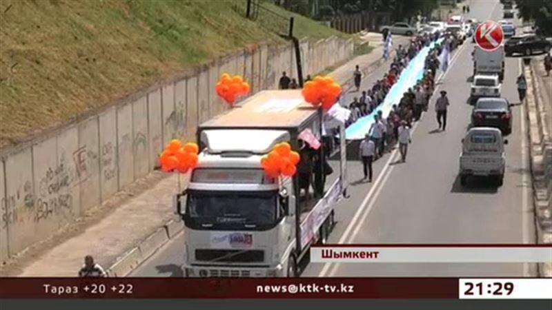Ленту Победы небывалых размеров пронесли по улицам Шымкента