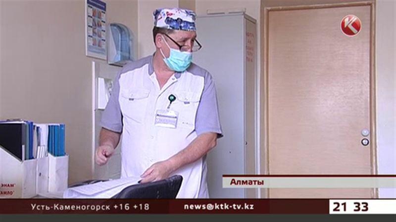 В Алматы нашелся медбрат с 40-летним стажем работы