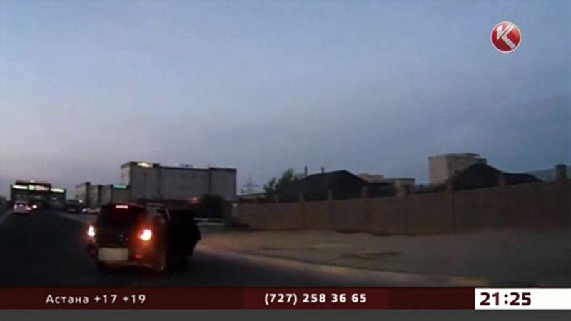 Штрафом отделался водитель, из машины которого выпала двухлетняя девочка