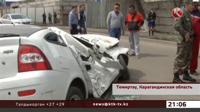 В Темиртау под БТР попала легковая машина