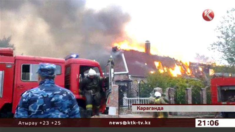 В Караганде огонь полностью уничтожил двухэтажный коттедж