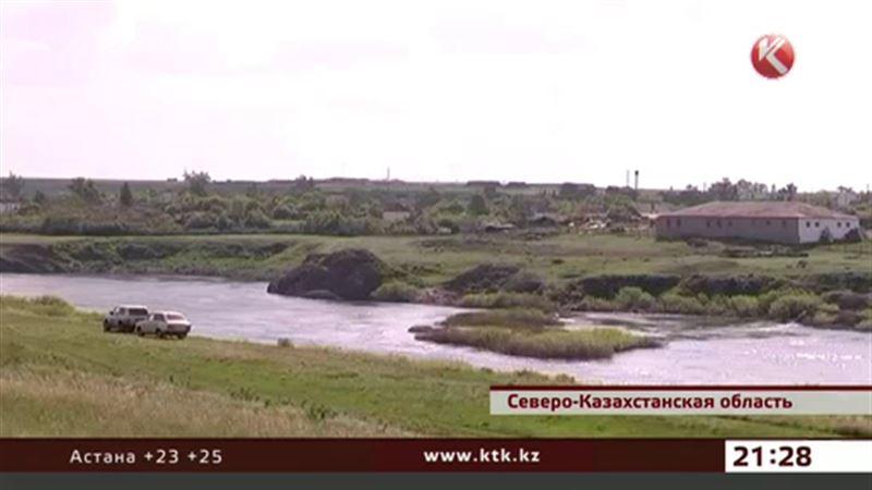 Насыпной мост через Ишим размыло, и сельчане остались отрезанными от мира