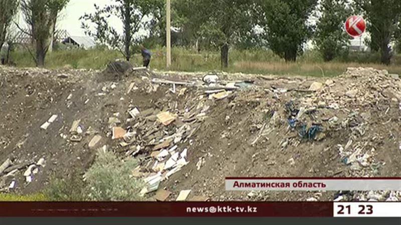 Посёлок Жанадаур в Алматинской области утопает в мусоре