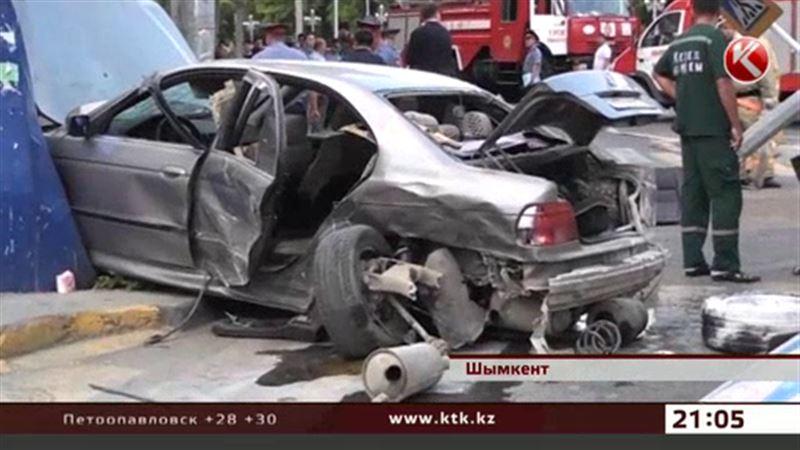 Шымкентские врачи спасают попавших в страшную аварию