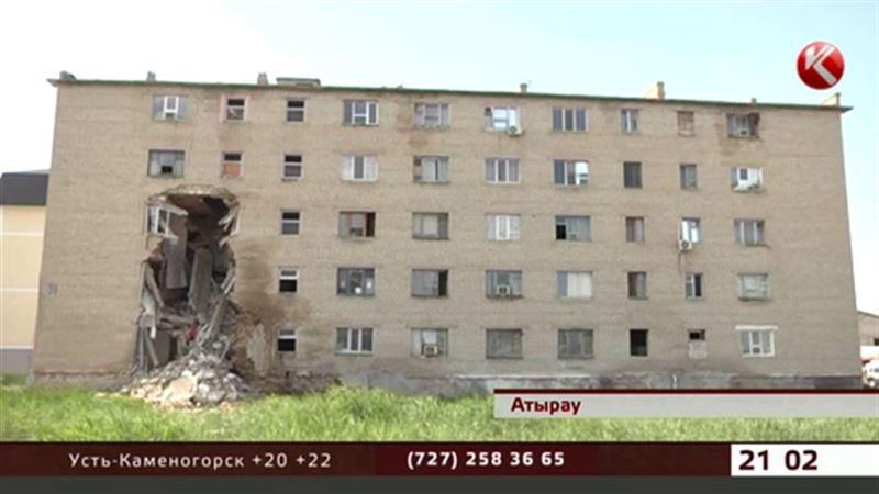 Обрушившееся общежитие в Атырау уже давно было аварийным