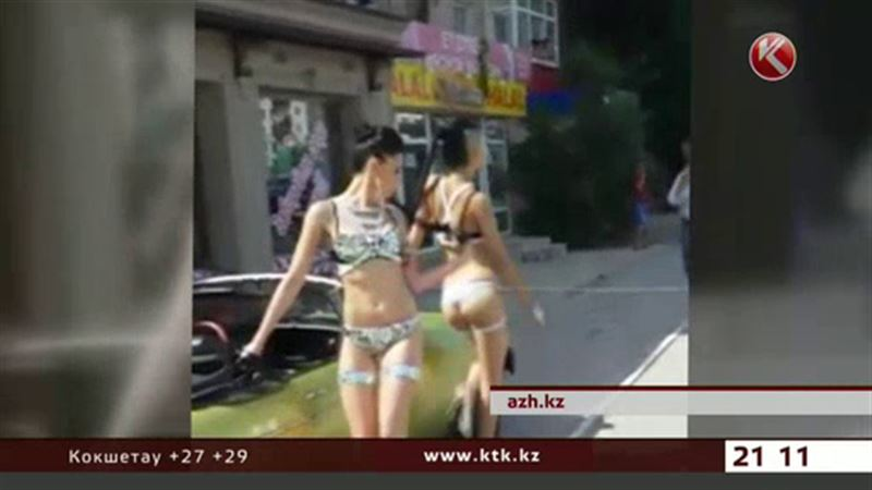 Девушек из Актау накажут за откровенные наряды и танцы на улице