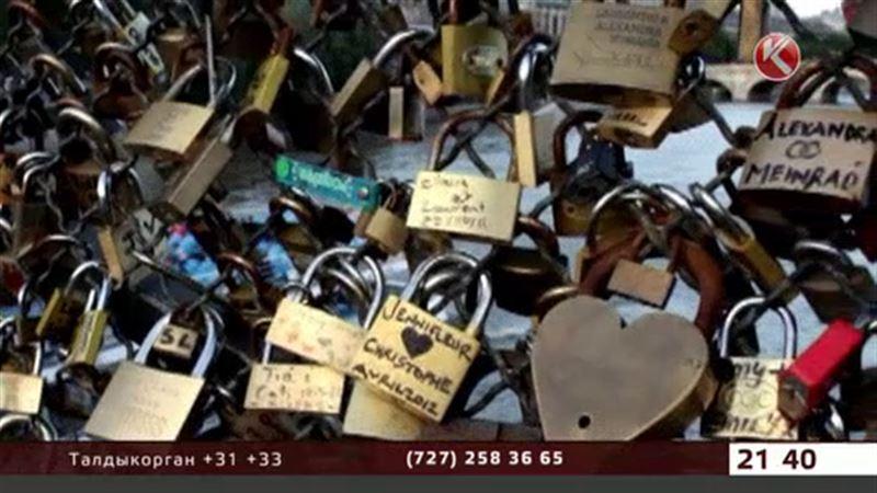 Мост Искусств в Париже останется без «замков любви»
