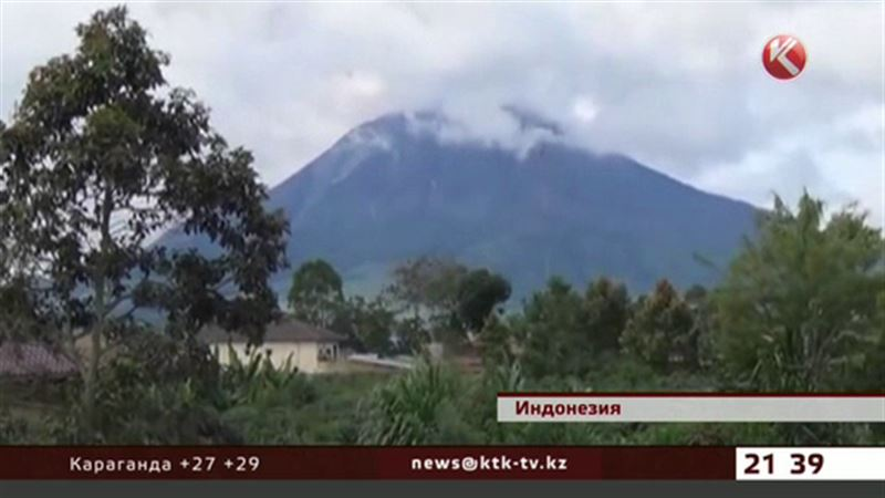 Проснулся индонезийский вулкан Синабунг