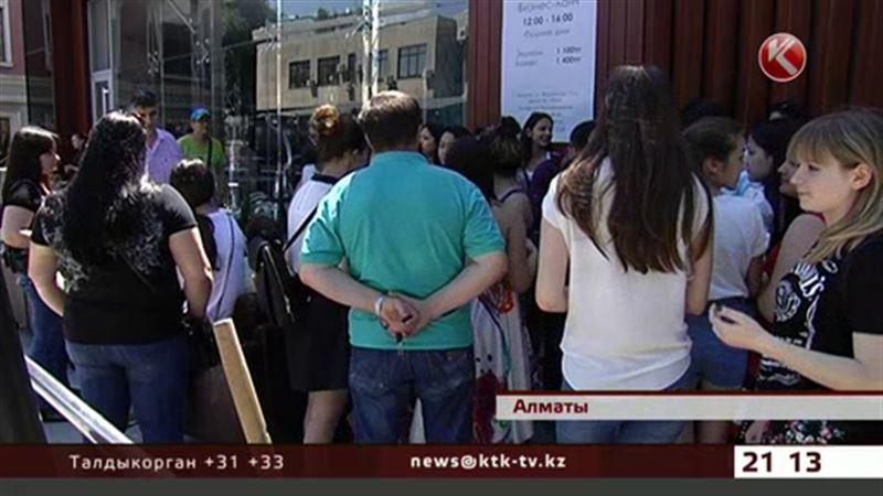 Алматинские фанатки MBAND устроили грандиозный скандал
