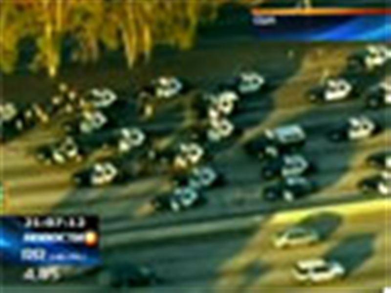 В США тридцать полицейских машин полчаса гонялись за преступниками