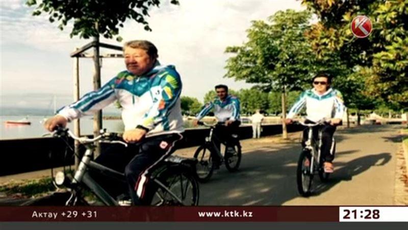 Аким Алматы прокатился на велосипеде по швейцарской Лозанне