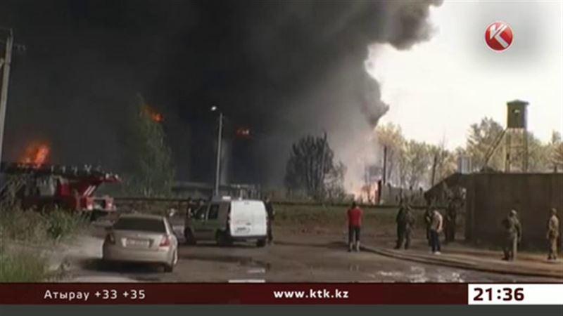 На Украине все еще не могут потушить горящую нефтебазу