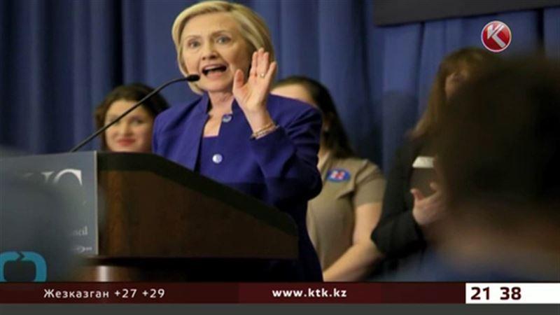 Синий, белый, красный – трудный выбор Хиллари Клинтон