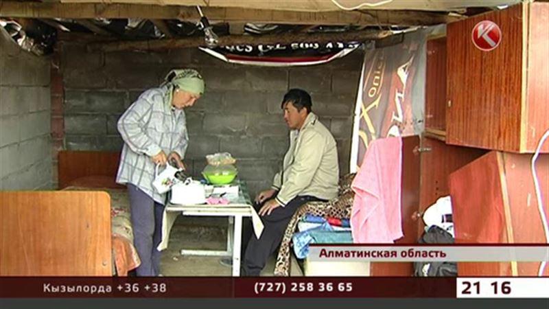 В Алматинской области погорельцы вынуждены жить в шалаше