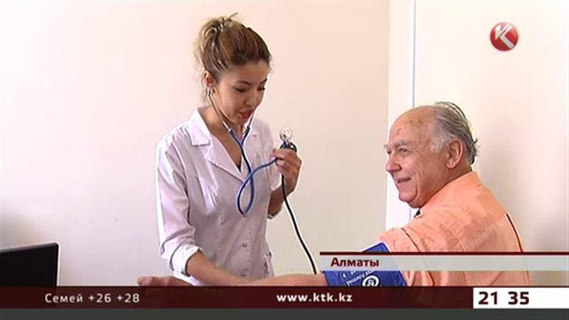 Алматинский пенсионер в тысячный раз сдал кровь