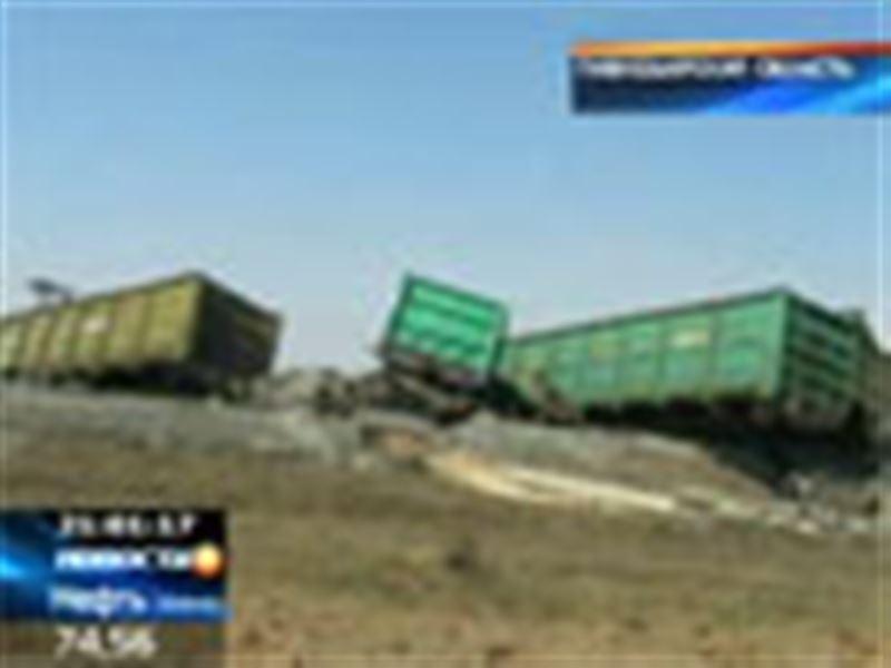 В Павлодарской области на одном из участков железнодорожного пути столкнулись КамАЗ и грузовой поезд