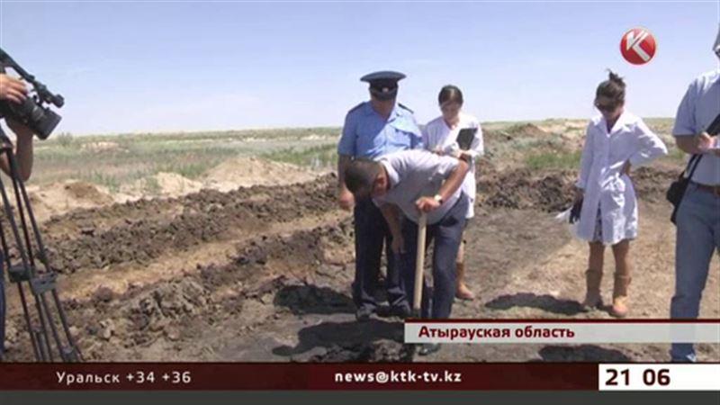 Неподалеку от Атырау обнаружили разлив нефти