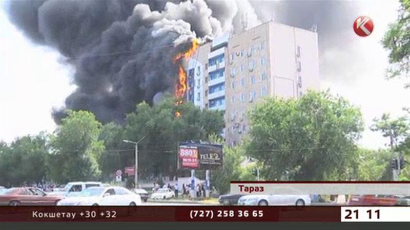 Чиновники и врачи выбрасывались из окон горящего здания в Таразе