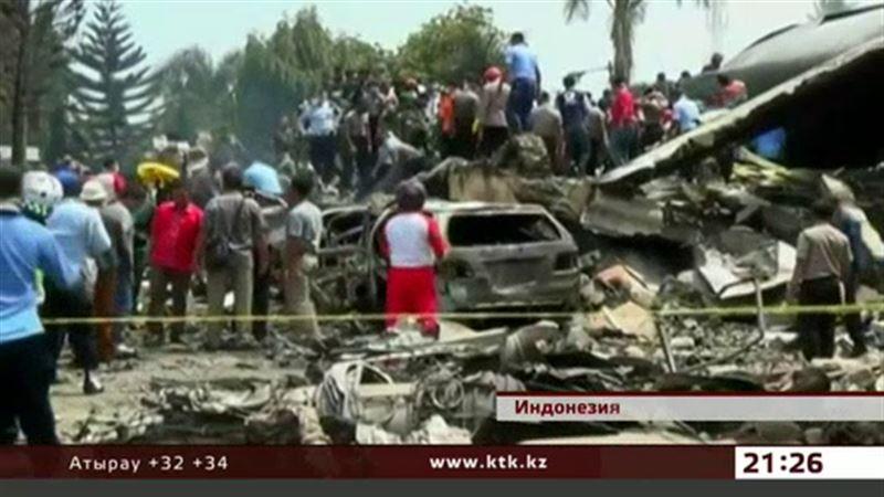 Растет число жертв авиакатастрофы в Индонезии