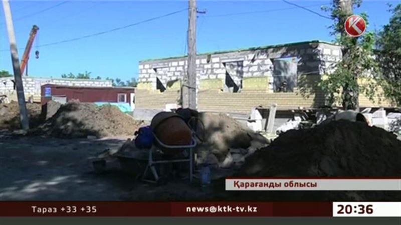 Қарағанды облысында үйлерін тасқын талқандаған тұрғындар құрылыстың созылып кеткеніне ашулы