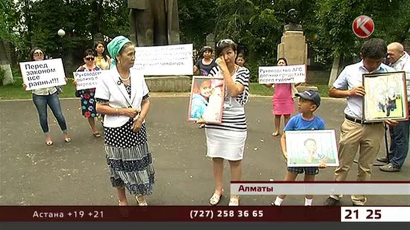 Родные и близкие сгоревших заживо детей вышли на митинг в Алматы