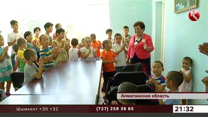 Мать 350 детей чествовали в Алматинской области