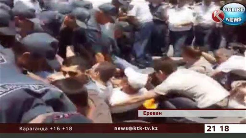 На армянском майдане начали зашивать себе рты