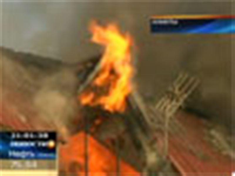 В одном из микрорайонов Алматы дотла сгорели десятки квартир  в двух многоэтажных домах