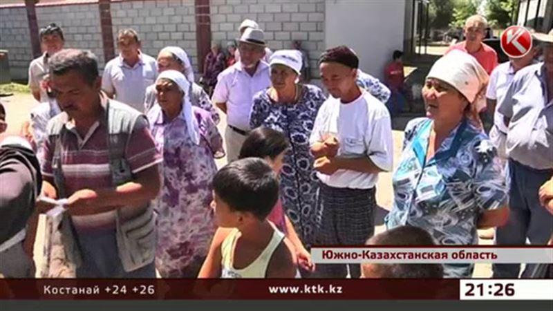 В южноказахстанском селе из-за нехватки воды покойников омывают газировкой