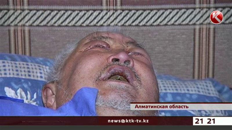 Алматинский пенсионер при успешных дочерях доживает век в ужасающих условиях