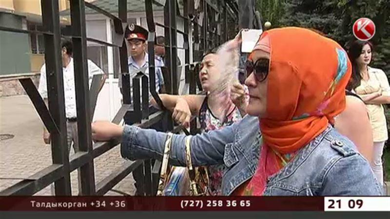 Алматинские ипотечники вновь штурмуют Нацбанк