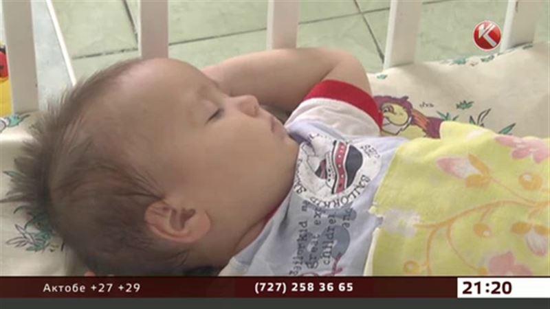 Жительница Костаная после ссоры с мужем оставила сына у дома ребенка