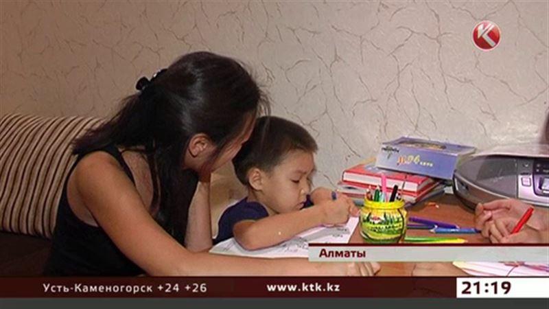 Родители детей-аутистов вынуждены переучиваться на логопедов и психологов