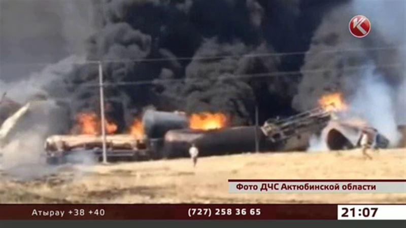 Из-за сильнейшего пожара в степи застряли пассажирские поезда