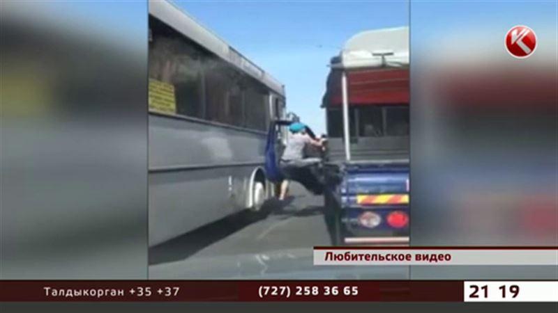 Конфликт на проезжей части закончился увольнением алматинского водителя
