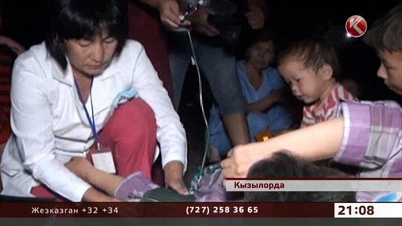 Жители кызылординской многоэтажки вторые сутки ночуют на улице