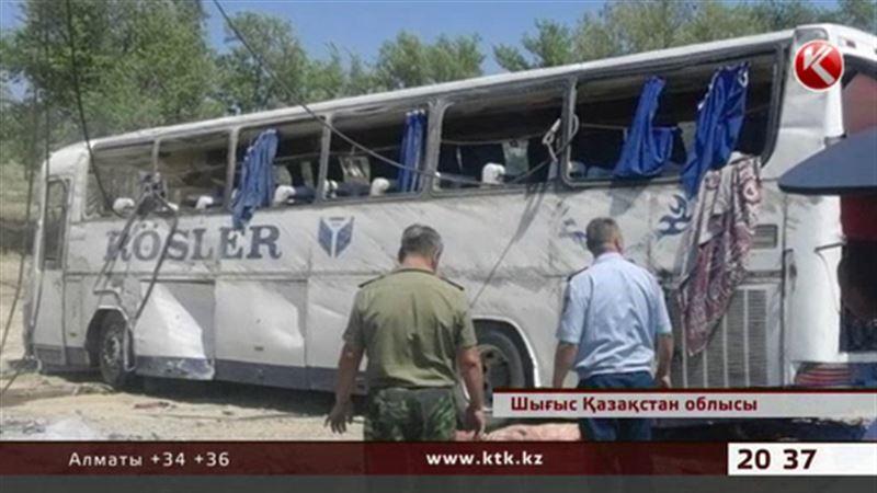 ШҚО-да жолаушылар автобусы апатқа ұшырап, 11 адам жараланды