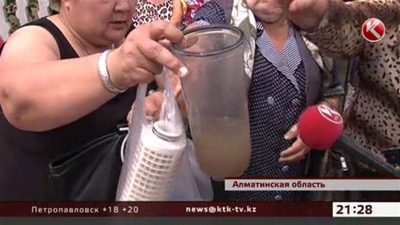 Жители поселка в Алматинской области четверть века пьют грязную воду