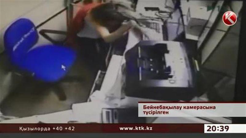 В Астане ограбили один из крупнейших банков