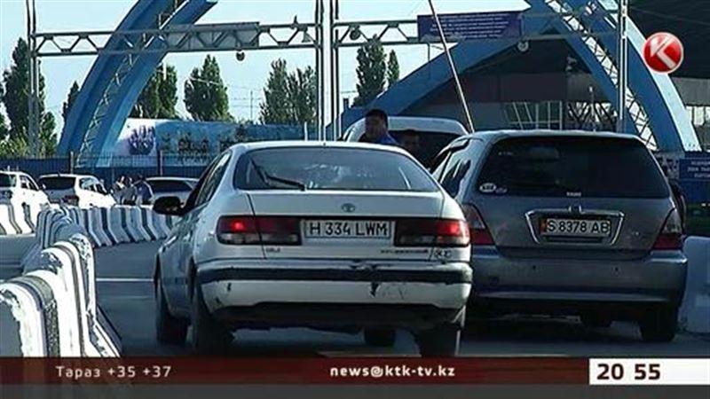 Казахстанцы массово едут в Кыргызстан за дешевыми машинами