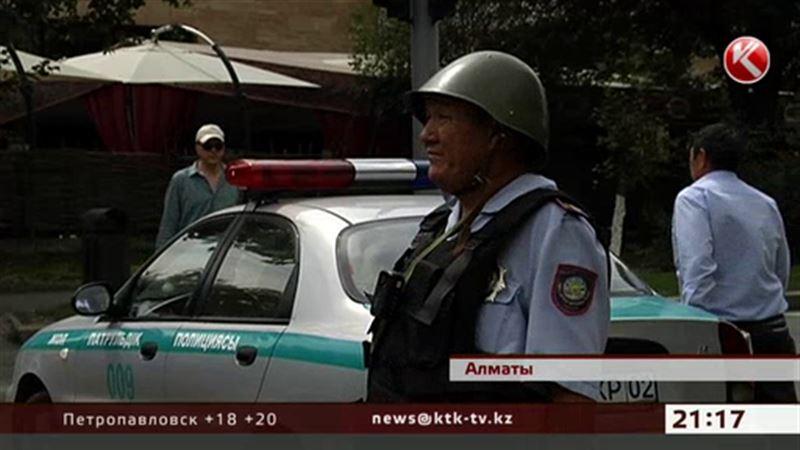 Алматы патрулировал спецназ