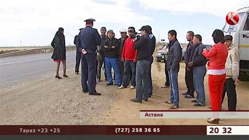 Астанада тас жол төсеген жұмысшылар тағы жалақысын талап етіп, жолды жаппақ болды