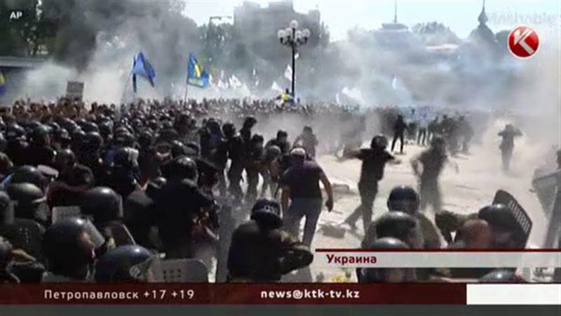 В Киеве бунтуют противники конституционных поправок