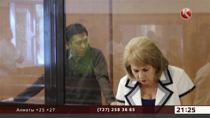 В Алматы осудили таможенника, который хотел полмиллиона долларов
