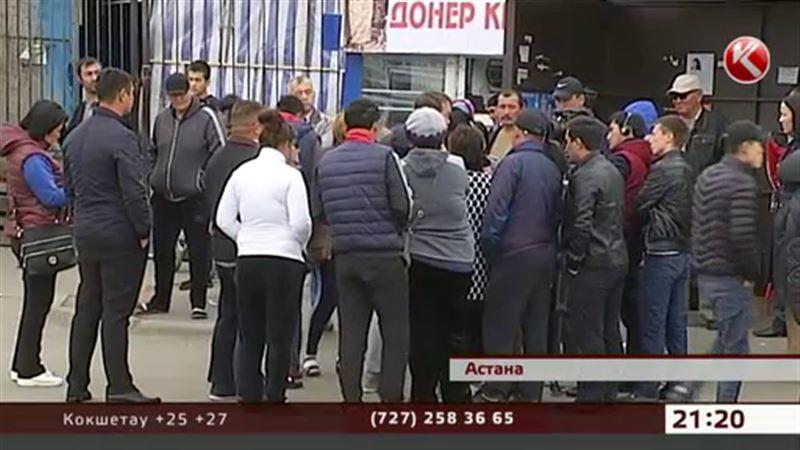 В Астане разъяренная толпа напала на полицейских