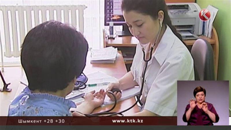 Всех казахстанцев обяжут иметь медицинскую страховку